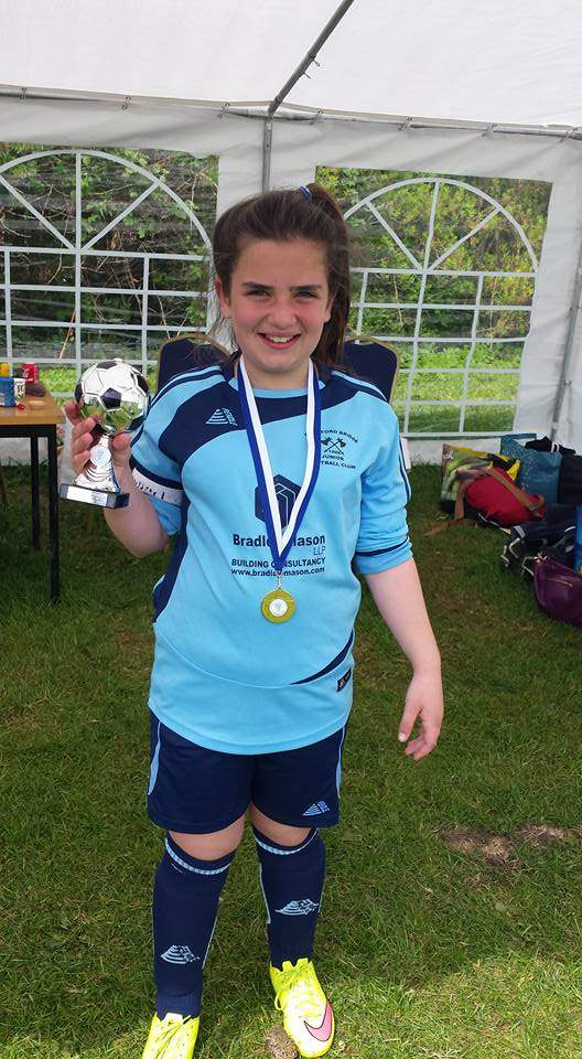 Stamford Bridge Under 10's girls team - Holding the trophy